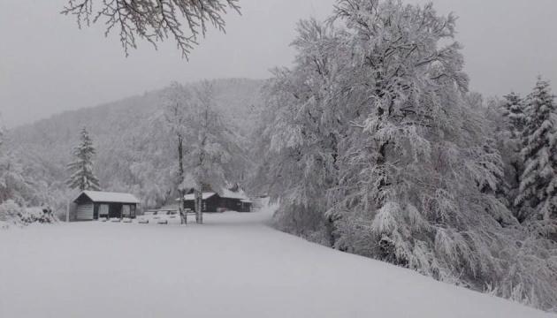 На Балканах вирує негода: дощі з градом, ураганний вітер і снігопади