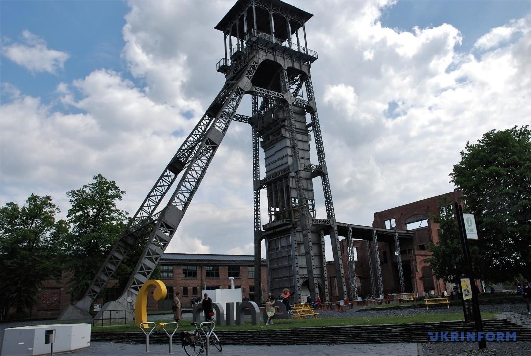Шахтарська вежа на території культурного центру