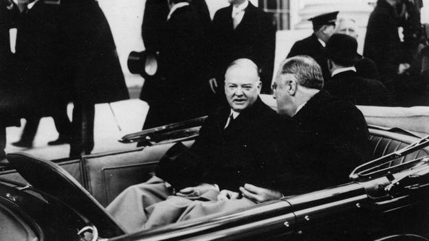 Президенты США Герберт Гувер и Франклин Рузвельт много неприятного наговорили друг другу во время выборов 1932 года. В машине во время инаугурации едва обменялись парой слов