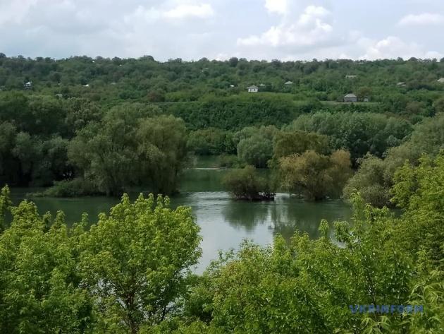 Вид із села на Дністер