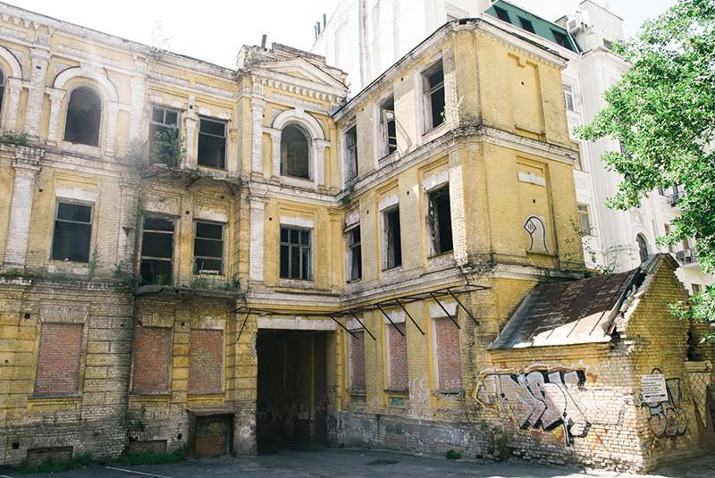 колишній будинок родини Сікорських в Києві, по вулиці Ярославів Вал, 15-Б, де у флігелі мешкала родина 1