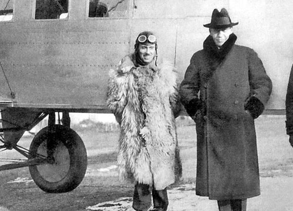 Сергій Рахманінов та Ігор Сікорський біля літака S-29А