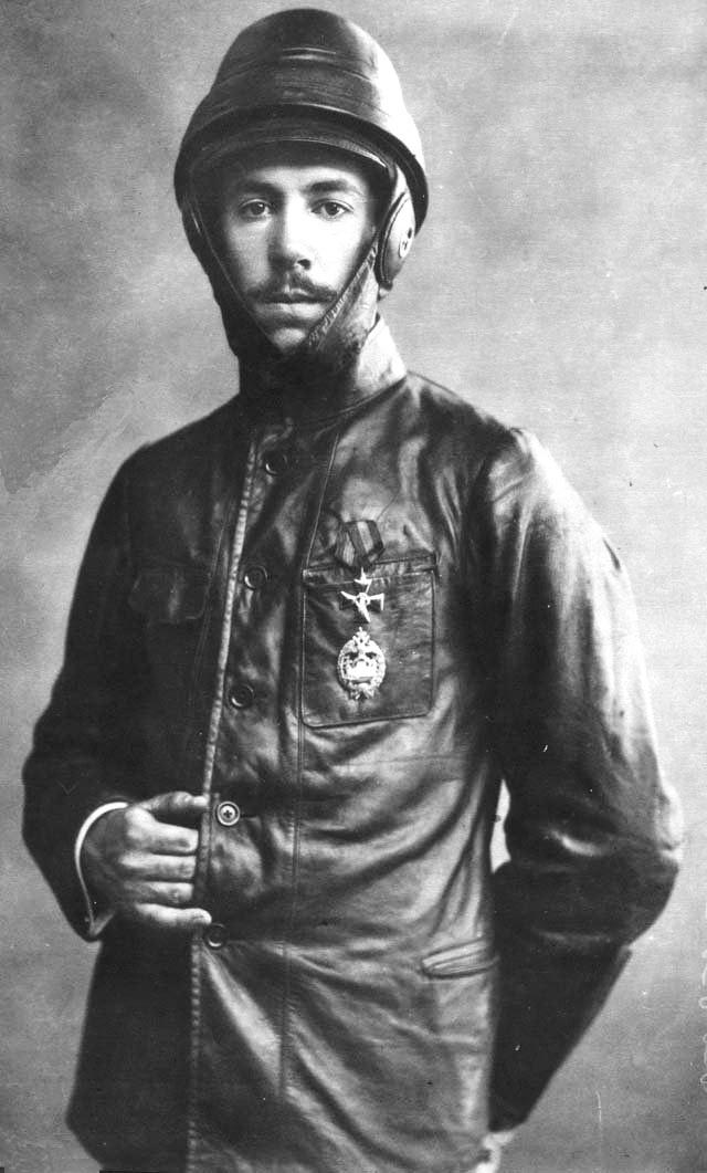 Ігор Сукорський у шоломі, 1914 р.