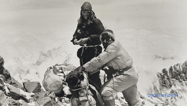 Едмунд Хілларі і Тенцинг Норгей на Евересті. Непал, 29 травня 1953 року