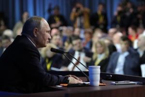 Three events of the week. Passports from Putin, Macron's initiatives, Biden's return
