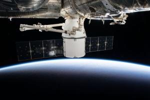 Космический грузовик Dragon сегодня совершит стыковку с МКС