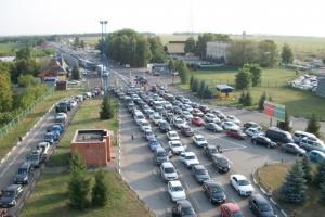 На границе с Венгрией в очередях находились более 200 авто