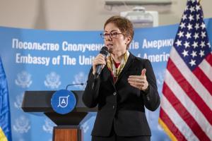 Йованович була не проти залишитися послом в Україні - заступник Помпео