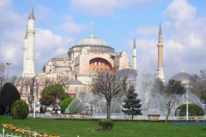У Стамбулі побудували один із найбільших у світі прибережних круїзних комплексів