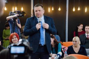Шевчук приніс у КС заяву про поновлення на посаді