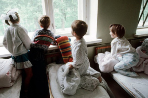 Детдомам семейного типа на Донетчине направили 400 тысяч