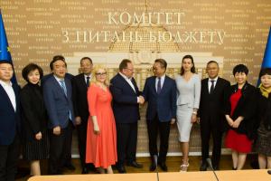 Китай має намір співпрацювати з Україною у сфері легкої промисловості