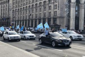 В Киеве память жертв депортации крымских татар почтили автопробегом