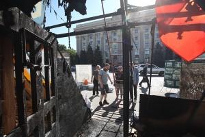 """У Харкові підпалили волонтерський намет """"Все для перемоги"""""""