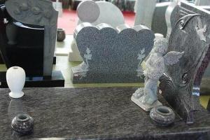 Вибір виробника пам'ятників з граніту