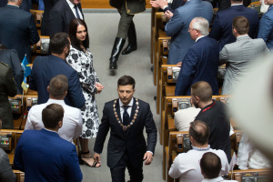 Les députés ukrainiens réagissent à la déclaration de Zelensky concernant la dissolution de la Verkhovna Rada