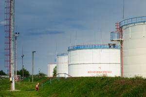 Нефть дешевеет из-за неопределенности на торговых переговорах