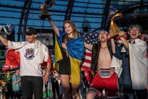 Украинка победила на чемпионате мира по запуску бумажных самолетиков