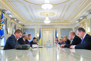 Зеленский обсудил с представителями США противодействие российской агрессии