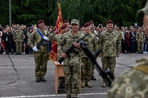 """В Житомире почти 600 срочников дали """"Клятву десантника"""""""