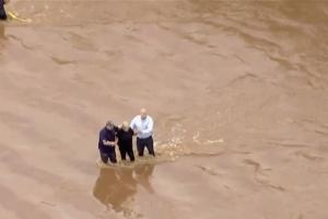 США сотрясают десятки торнадо и разрушительных наводнений