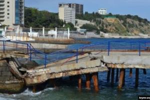 У кримському Місхорі обвалився єдиний причал для прогулянкових катерів