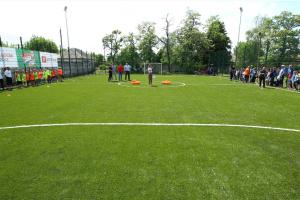 В прифронтовой Попасной открыли первую спортивную площадку с искусственным покрытием