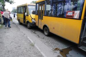 В Запорожье столкнулись маршрутки, есть пострадавшие