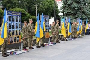 У центрі Житомира встановили 66 портретів загиблих на Донбасі військових