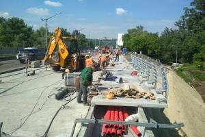У Києві продовжують ремонтувати мости та дороги