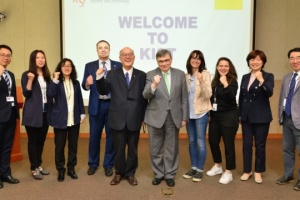 Ambassador discusses enhancing cooperation in teaching Ukrainian students in Korea