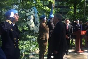 Генсек ООН почтил память погибших миротворцев, среди которых украинский офицер