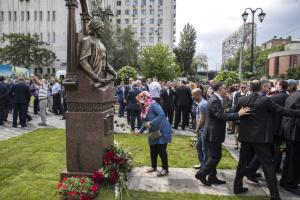 На бульварі Дружби народів відкрили пам'ятник поету