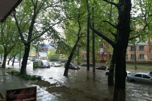 """Из-за проливного дождя Херсон превратился в """"Венецию"""""""