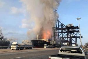 В порту Таиланда загорелся сухогруз, 50 пострадавших