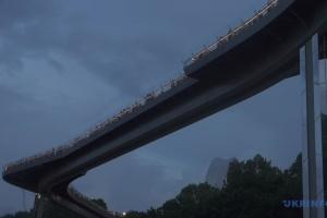 Кличко назвав диверсією пошкодження нового скляного моста у Києві