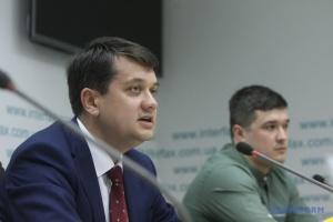 """Зеленський не буде """"переламувати"""" і благати депутатів - Разумков"""