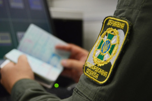 Ukrainian border guards detain Canadian wanted by Interpol for rape