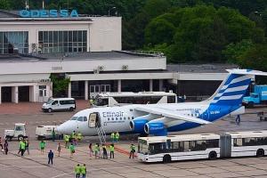 Гройсман обіцяє стимулювати добудову злітної смуги аеропорту в Одесі