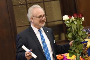 Президент Латвії попросив сейм країни не підвищувати йому зарплату