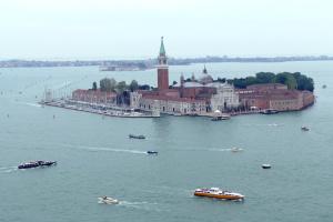 Венецію затопило - вода піднялась більш як на метр