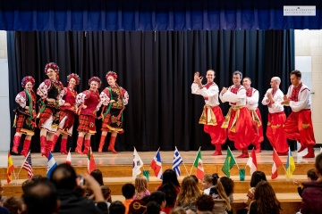 Horlytsia dance ensemble from U.S. decently represents Ukraine at multicultural event in Illinois