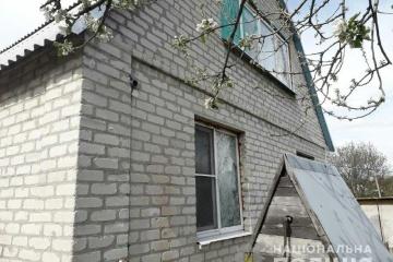 Las casas en las zonas residenciales de Avdiivka resultan dañadas tras los ataques (Fotos)