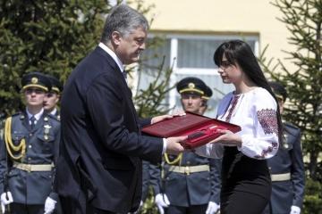 Порошенко присвоїв посмертно звання Героя генерал-майору Момоту