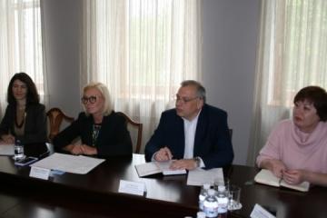 Denísova discute con el diplomático francés la liberación de rehenes ucranianos