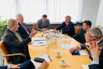 Hahn offers Zelensky assistance in gas talks with Russia