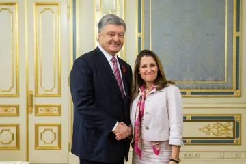 Porochenko et Freeland ont discuté de la libération des prisonniers ukrainiens et de la passeportisation dans le Donbass