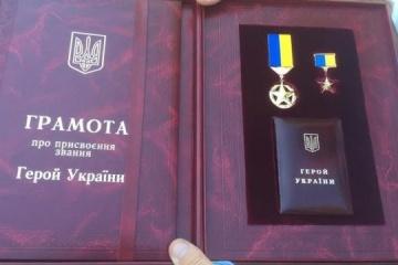 Poroshenko confers Hero of Ukraine title on SBU chief