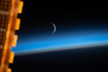З орбіти Землі зробили знімки Місяця, що зростає