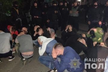 ヴィンニツャ市で警察が企業乗っ取りを行おうとした人物約50名を拘束